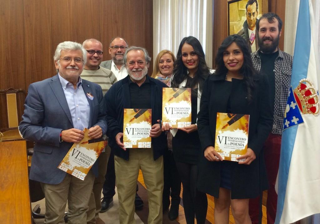 Rosendo Fernández recibe a poetas de distintos países