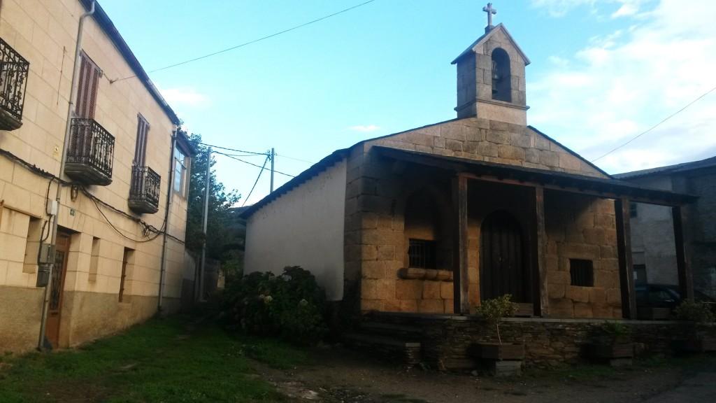 Cables aéreos sobre la Iglesia de Vilela