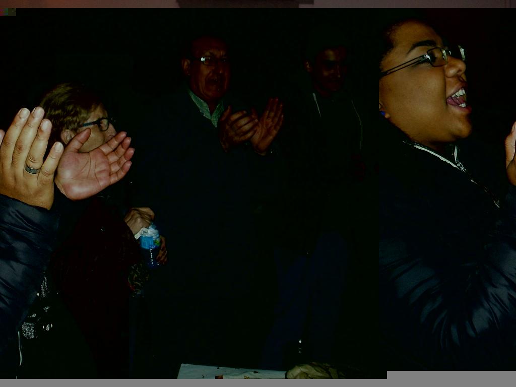 Cantando durante el magosto de A Rúa Vella