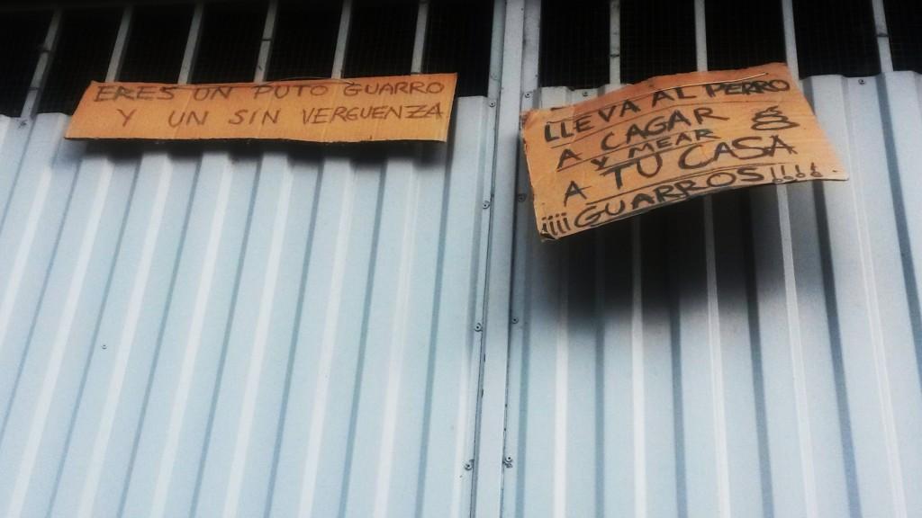 En el garaje de la calle Arnaveca han puesto este cartel