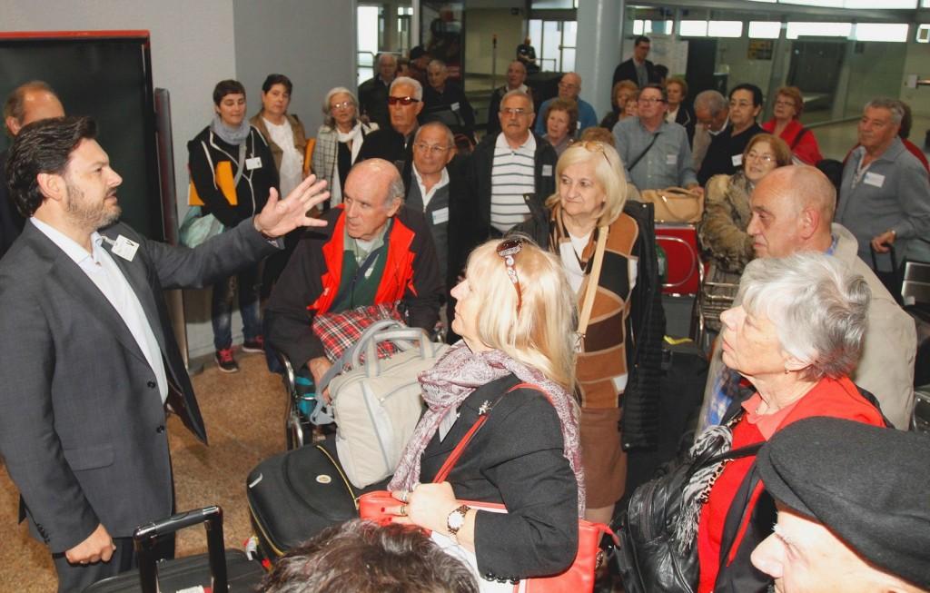 Imágenes de la llegada de parte de los participantes al aeropuerto de Peinador