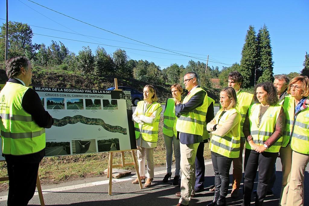 A conselleira de Infraestruturas e Vivenda e a directora de Turismo de Galicia asistiron á presentación, por parte da ministra de Fomento, do proxecto de mellora dos cruces da Ruta no concello do Pino