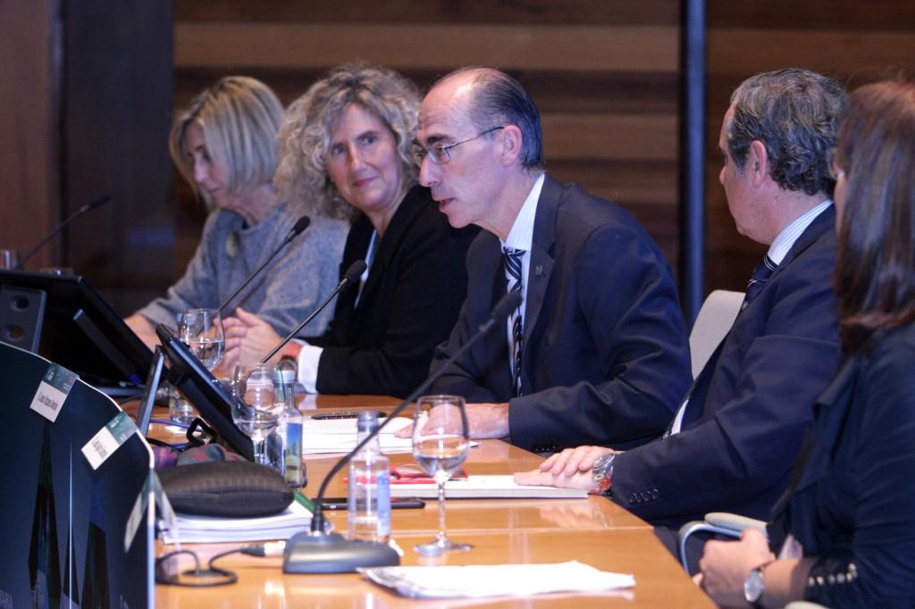 El conselleiro de Sanidad, Jesús Vázquez Almuiña, anunció ayer que el próximo mes de noviembre se pondrá en marcha la consulta telefónica para los farmacéuticos de Atención Primaria