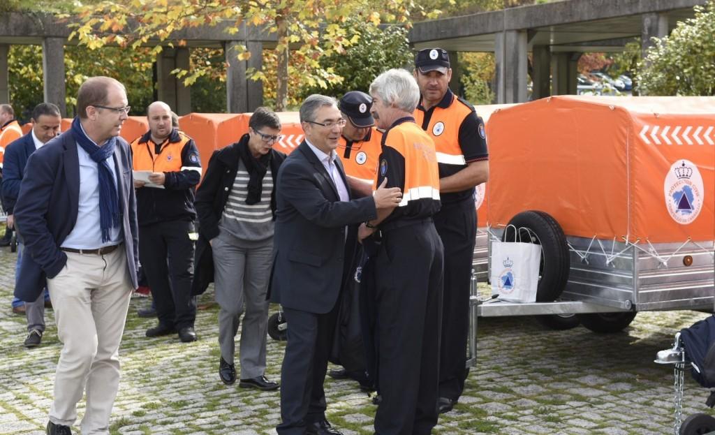 O director xeral de Emerxencias e Interior, Luis Menor, fixo entrega hoxe de máis equipamento a un total de 53 Agrupacións de Voluntarios de Protección Civil das catro provincias galegas