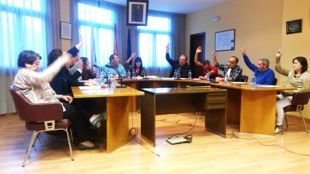 Pleno de A Rúa. Votacion por unanimidad de la cuenta general
