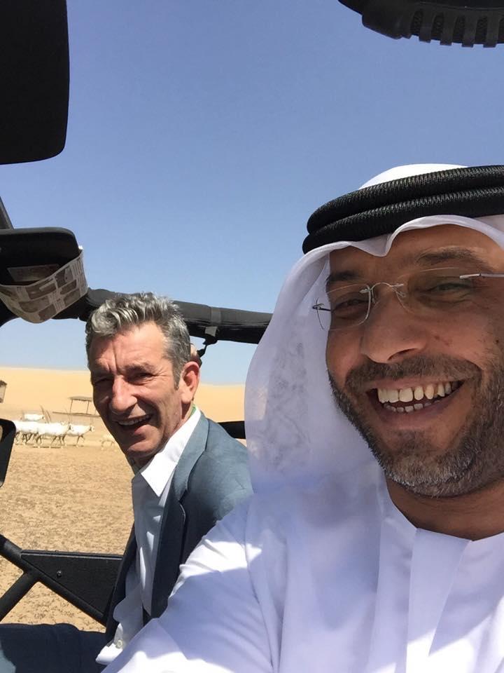 Khalid Ghanem Al-Omari, mano derecha del príncipe de Ajman, haciendo derrapadas en un 4×4  por el desierto