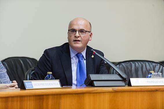 Manuel Baltar onte no Parlamento