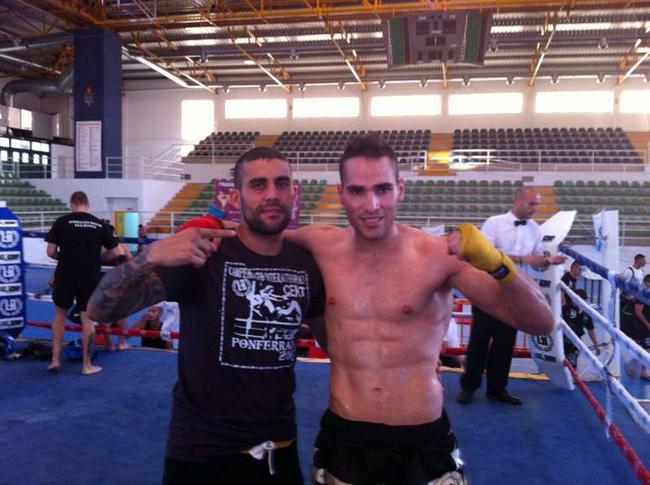 Cristian Torres (D) uno de los platos fuertes de la velada junto con con el campeón de Europa de Kick Boxing y co-organizador del evento, Diego Vázquez (I). Foto: Archivo