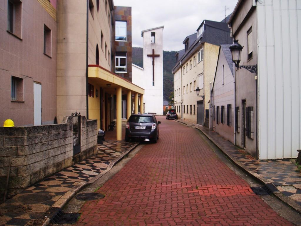 Calle de la iglesia de Sobradelo donde está la fuente