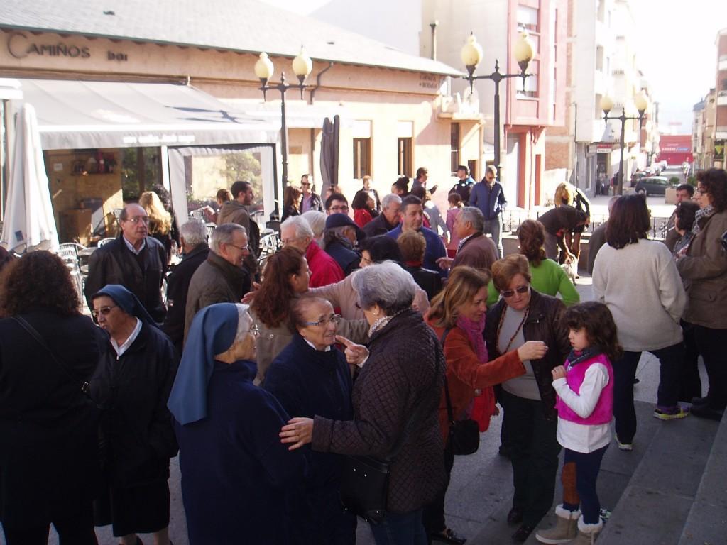 Concentración en A Rúa en señal de apoyo al pueblo francés