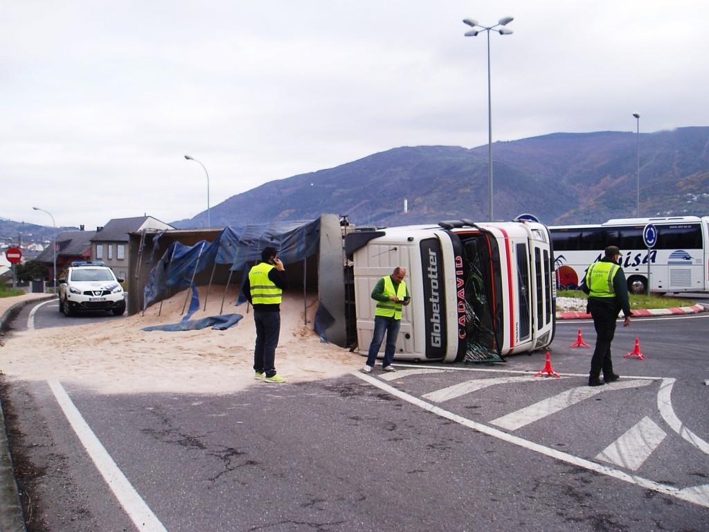 El conductor resultó ileso (en el centro)