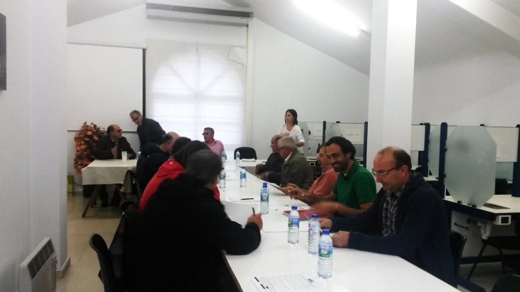 Los voacales del Consello Regulador durante el pleno