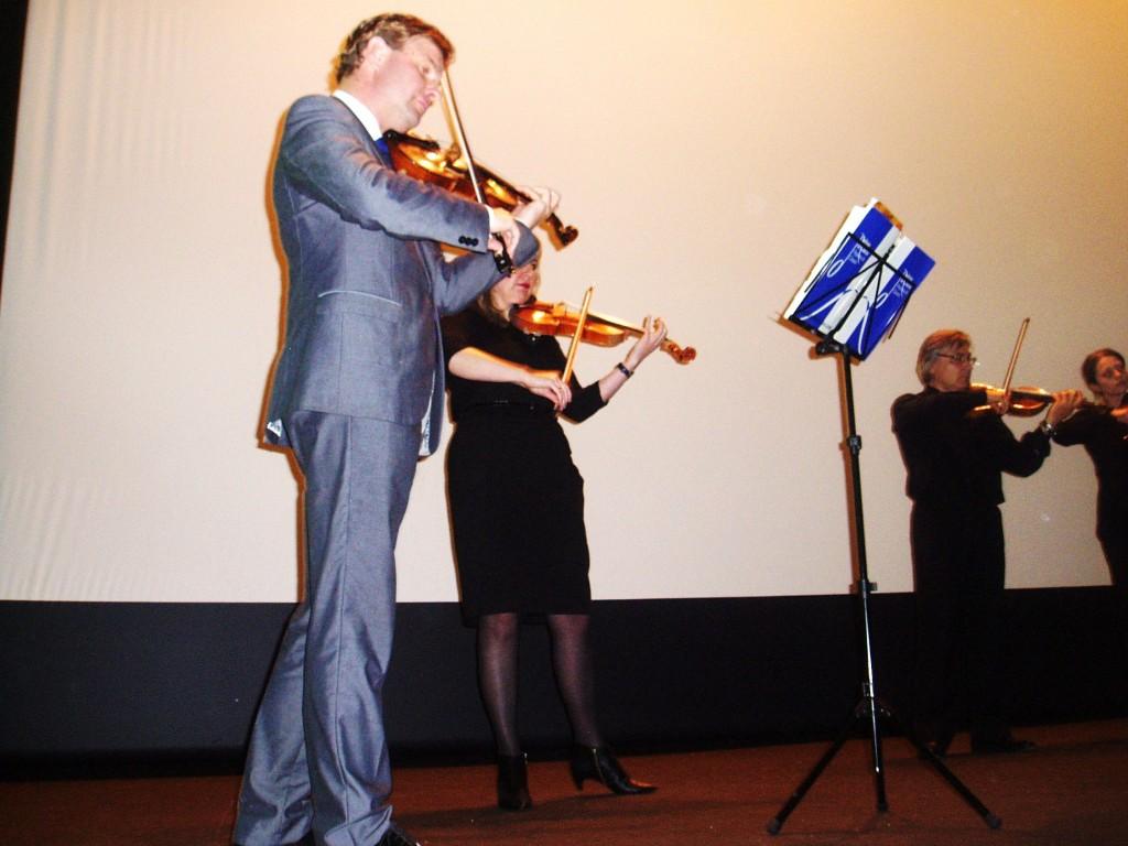Mijail Moriatov durante el concierto