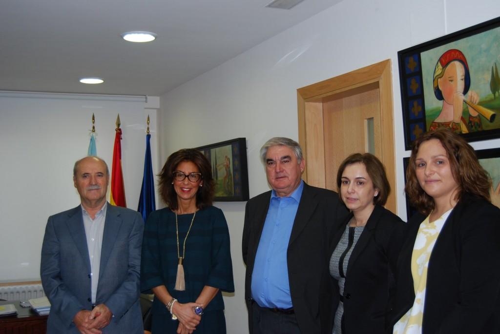 La delegada territorial de la Xunta en Ourense, Marisol Díaz Mouteira, mantuvo hoy una reunión con el presidente de la Asociación de Empresarios del Polígono Industrial de San Cibrao