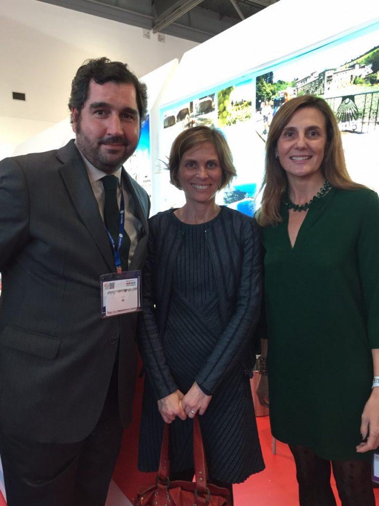 La directora de Turismo de Galicia, Nava Castro, con la directora general de Turespaña y el director comercial de Paradores en la World Travel Market de Londres