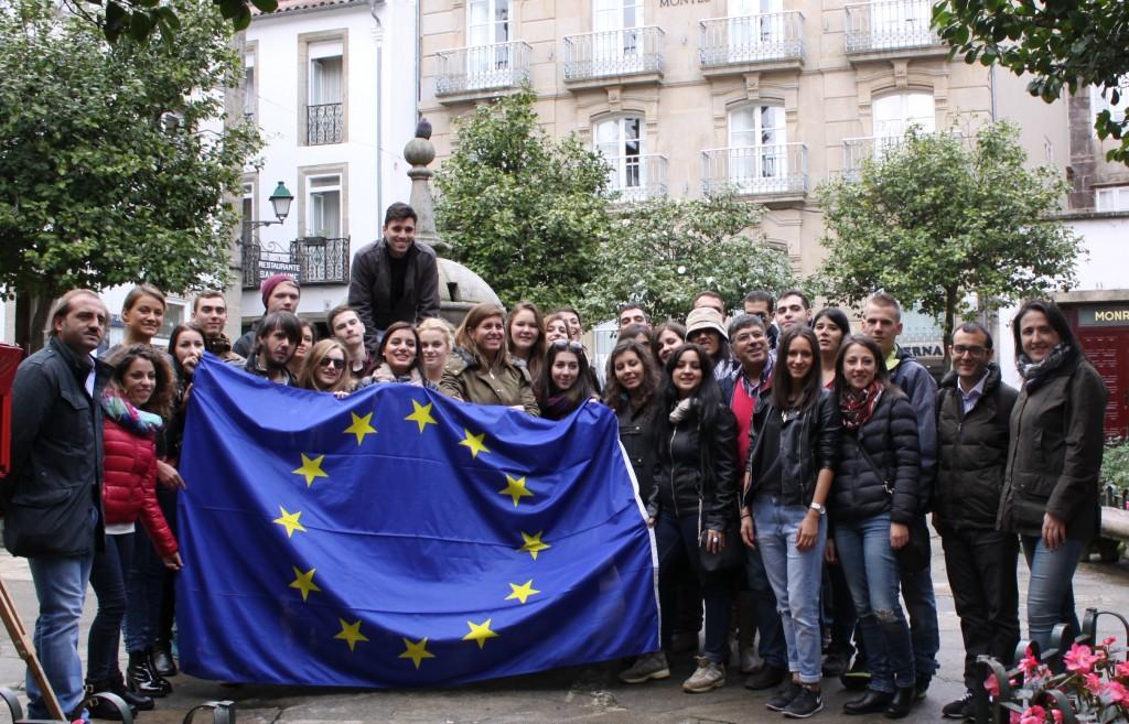 Cecilia Vázquez en la plaza de Fonseca con los participantes de esta iniciativa