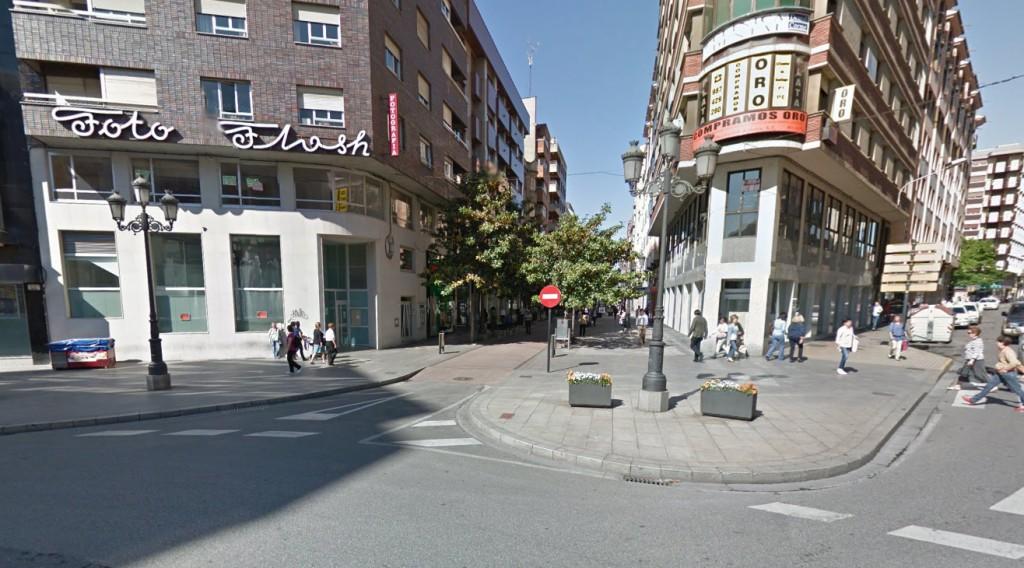 Plaza Julio Lazúrtegui en Ponferrada, confluencia de varias calles céntricas y de marcado carácter comercial
