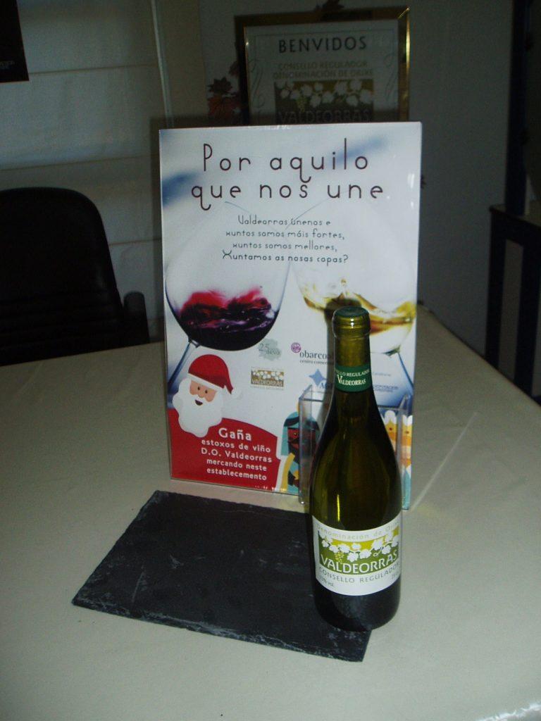 114 establecimientos mostrarán este cartel, una botella de vino y una base de pizarra