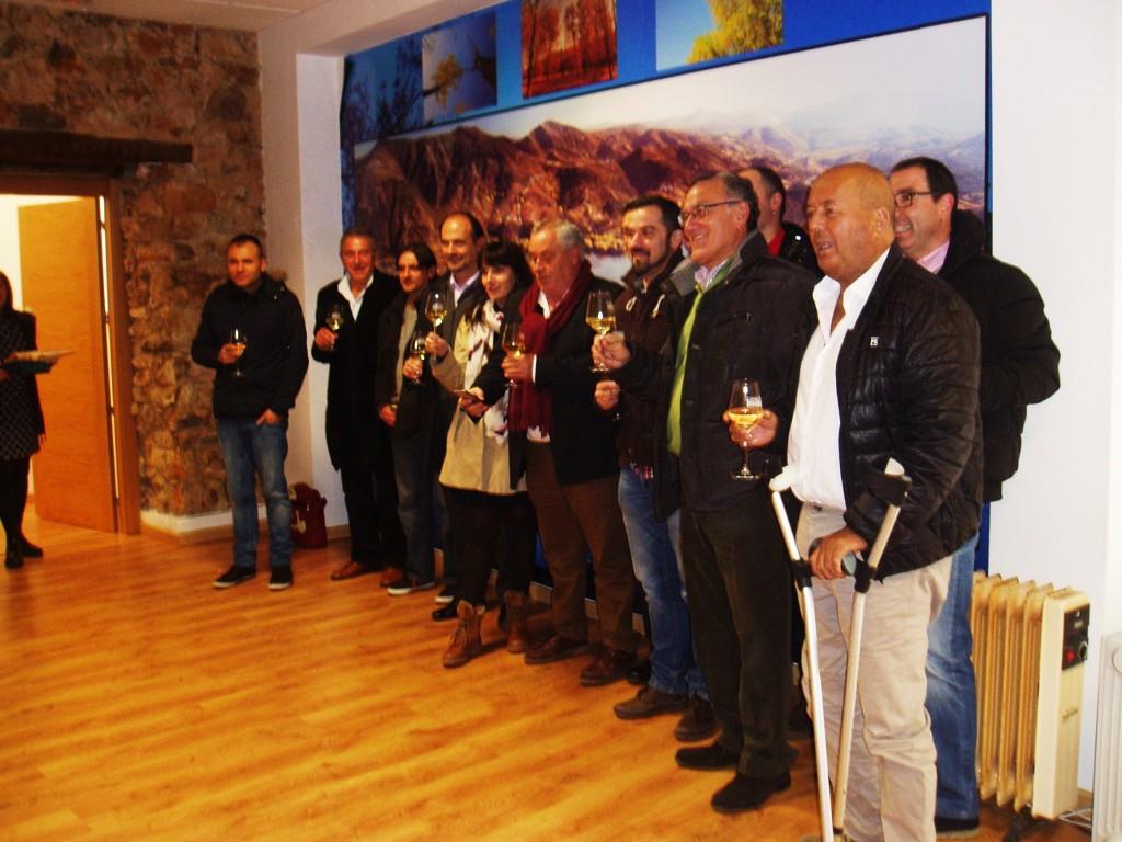 Brindis de alcaldes, responsables de Autoneum y sindicalistas por la buena noticia de la planta