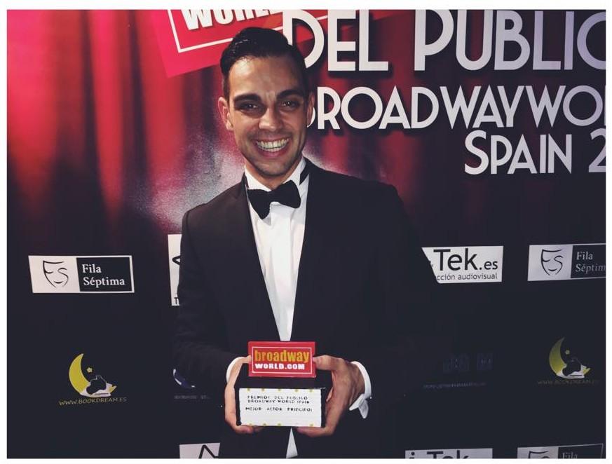 Christian Escuredo recogiendo el premio