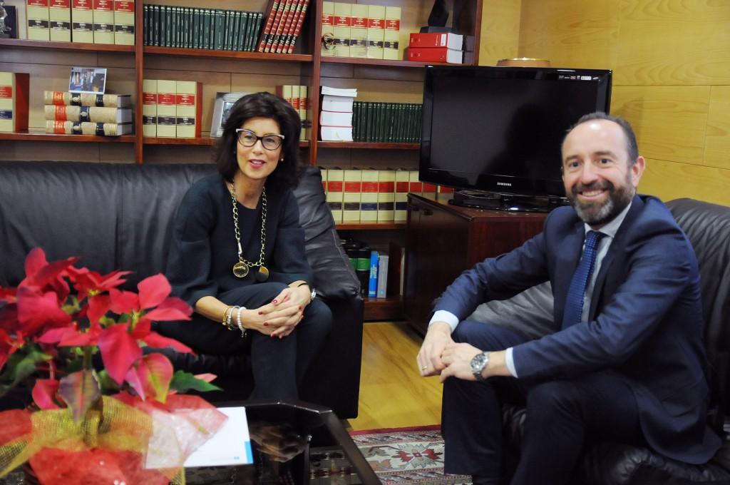 La delegada territorial de la Xunta en Ourense, Marisol Díaz Mouteira, recibió ayer al delegado de Gas Natural Fenosa en la provincia ourensana, Rubén Menéndez Fernández