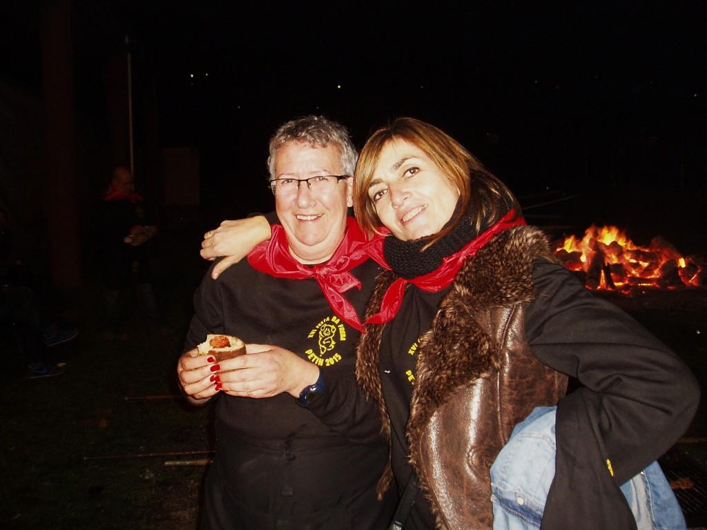 Dos simpáticas voluntarias en la organización de la fiesta