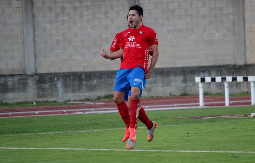 Javi Recamán celebra el 1 a 0 ante el Ribadumia