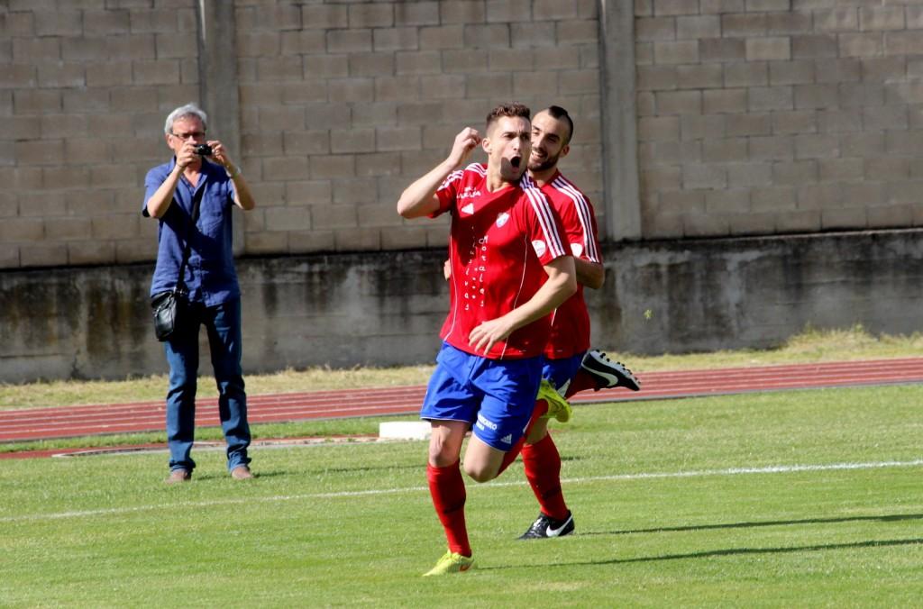 Borja celebra el 1 a 0 ante el Rápido Bahía