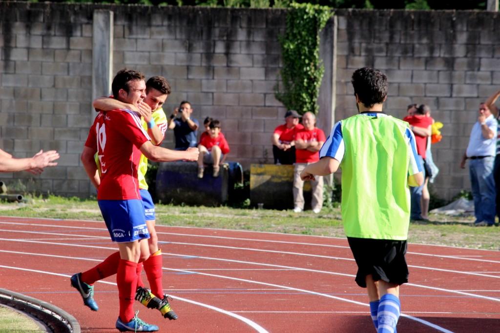 Diego Tato celebra el 2 a 0 ante el Rápido Bahía