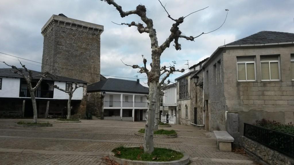 Plaza de O Bolo desde la que también se accede al área del castillo