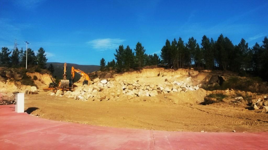 Una parcela comprada recientemente por un empresario en la que se está desemontando tierra