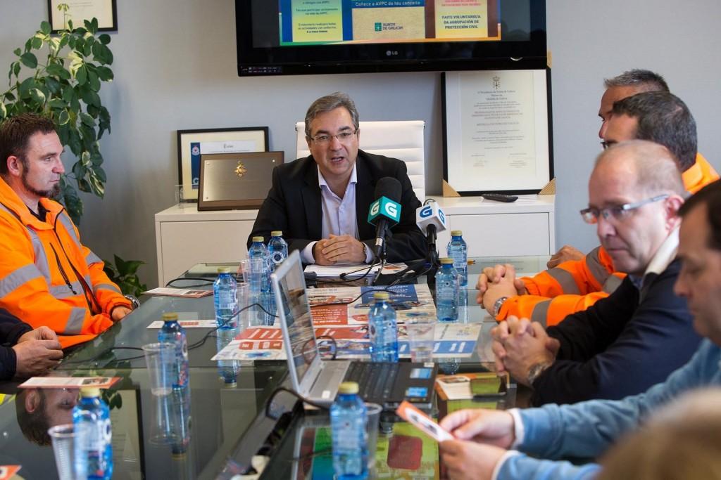 El director general de Emergencias e Interior, *Luis Menor, presentó hoy en rueda de prensa a campaña sobre Promoción del Voluntariado de Protección Civil