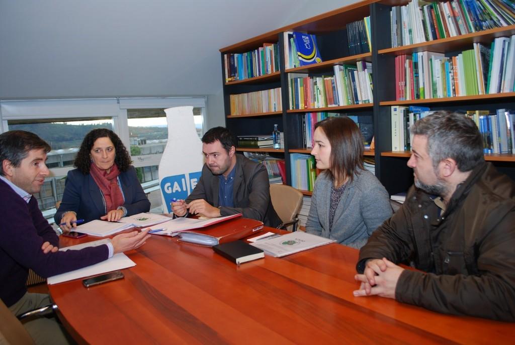 La directora general de Ganadería, Agricultura e Industrias Agroalimentarias con los responsables de la Asociación de Criadores de Ovino y Caprino de Galicia