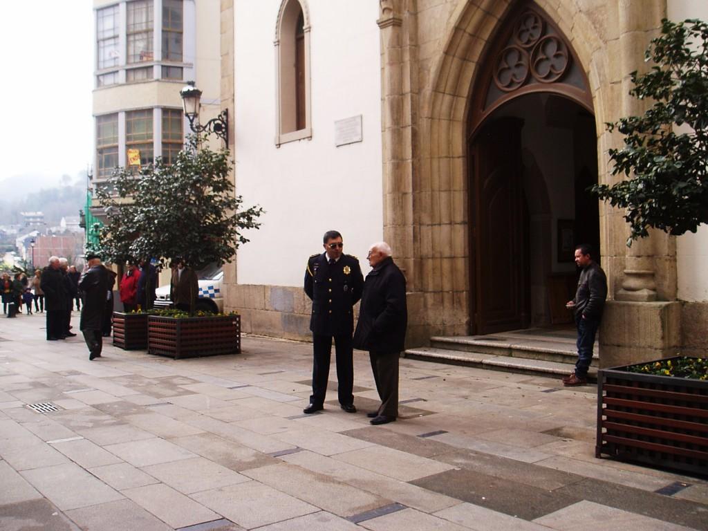 rturo Rebollar frente a la Iglesia de San Mauro
