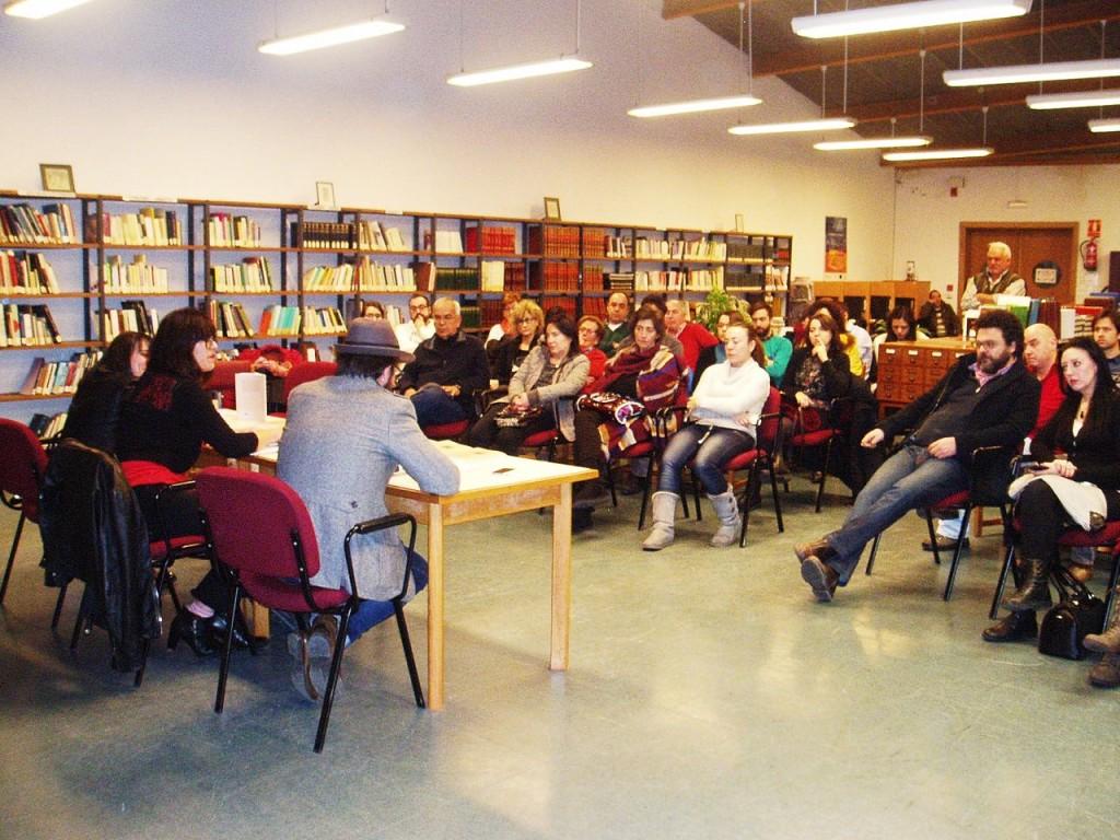 Asistencia a la presentación del libro en la Biblioteca de A Rúa