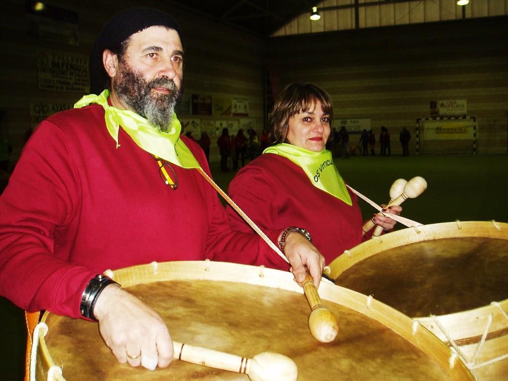 Dos integrantes del Folión de Vilamartín