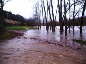 El agua anegó parte de A Reza en A Rúa (semana pasada)