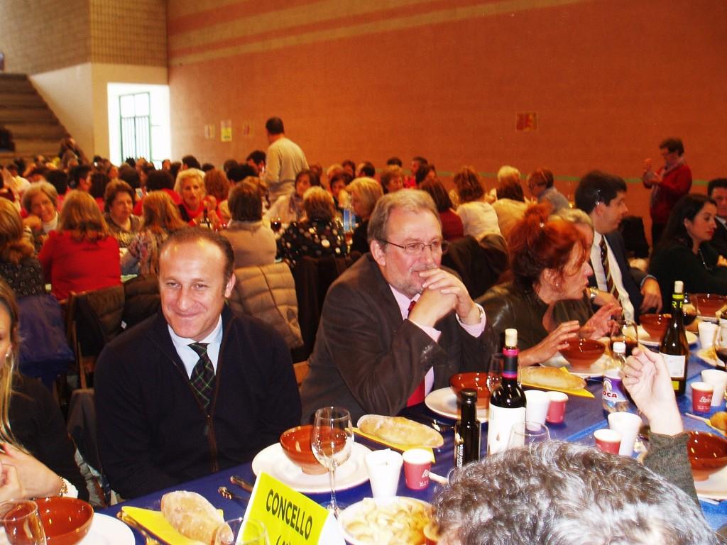 El alcalde de Almendralejo (a la izquierda) en la Festa do Codillo