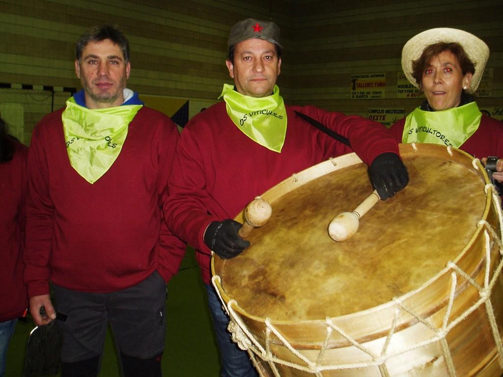 Enrique Alvarez Barreiro, alcalde de Vilamartín (en el centro), con otros dos miembros más de Os Viticultores