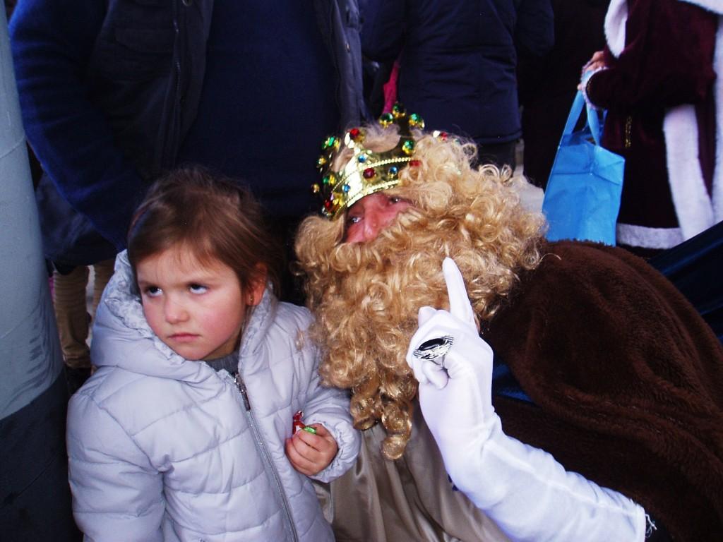 Gaspar con una niña