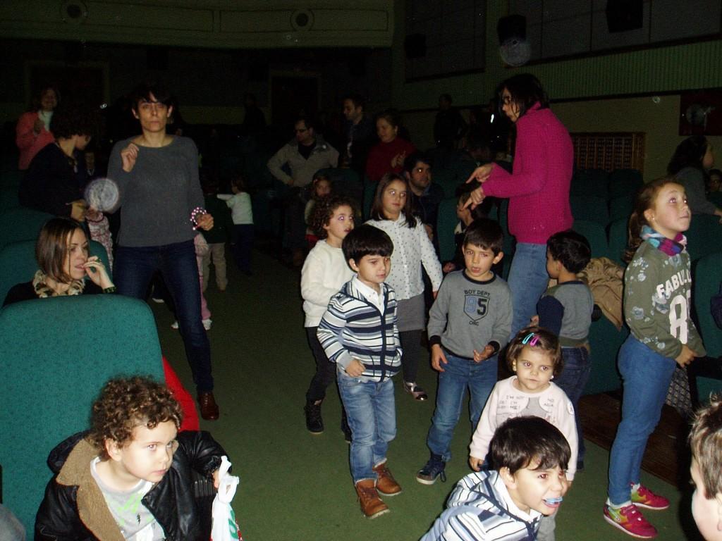 Los niños se levantaron de sus asientos para bailar