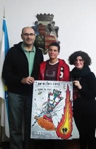 Secundino Fernández (alcalde de Viana), Edna García Estévez (creadora del cartel) y Graciela Diéguez (concejala de Cultura)