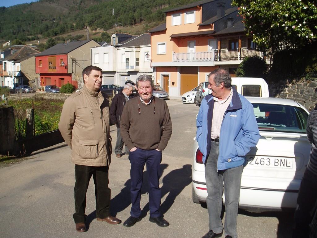 Carlos Diéguez, concejal del grupo de gobierno de A Rúa (en el centro)