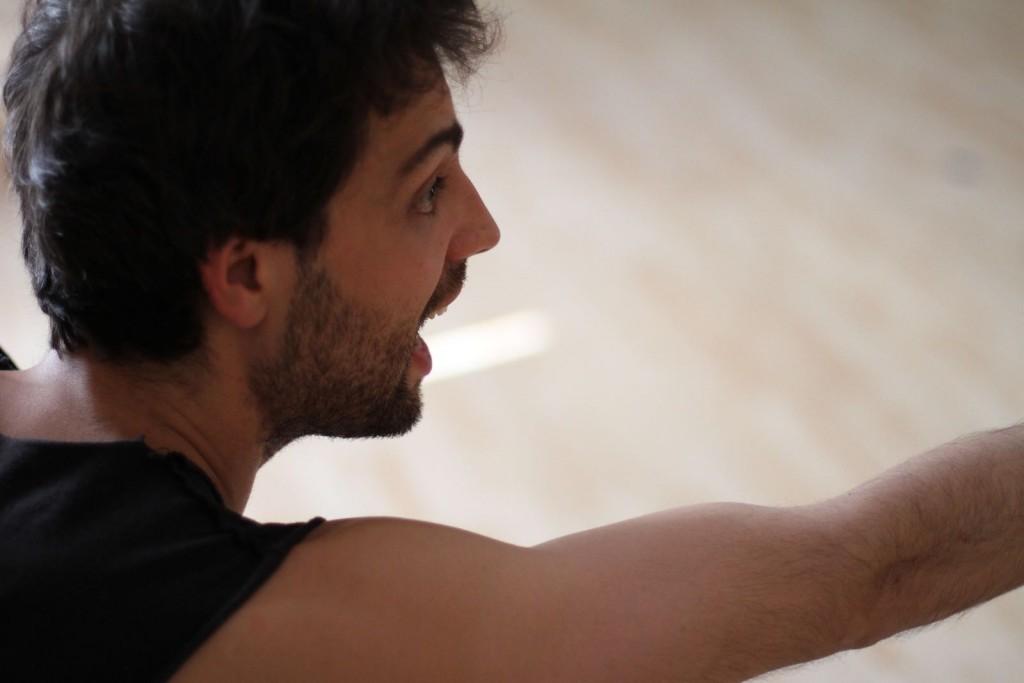 Christian Escuredo impartiendo un curso de interpretación en Madrid