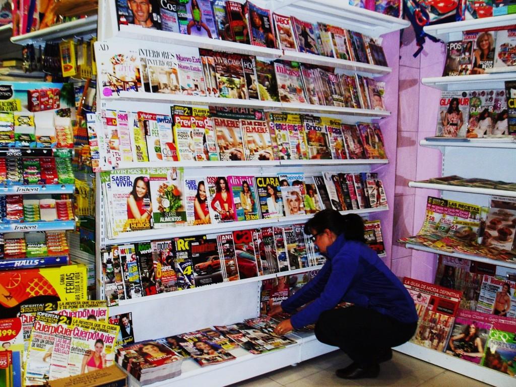 Colocando revistas