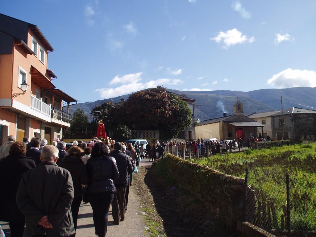 De camino a la capilla
