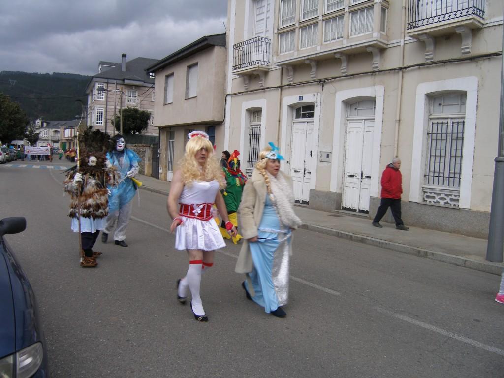Desfile en Vilamartín
