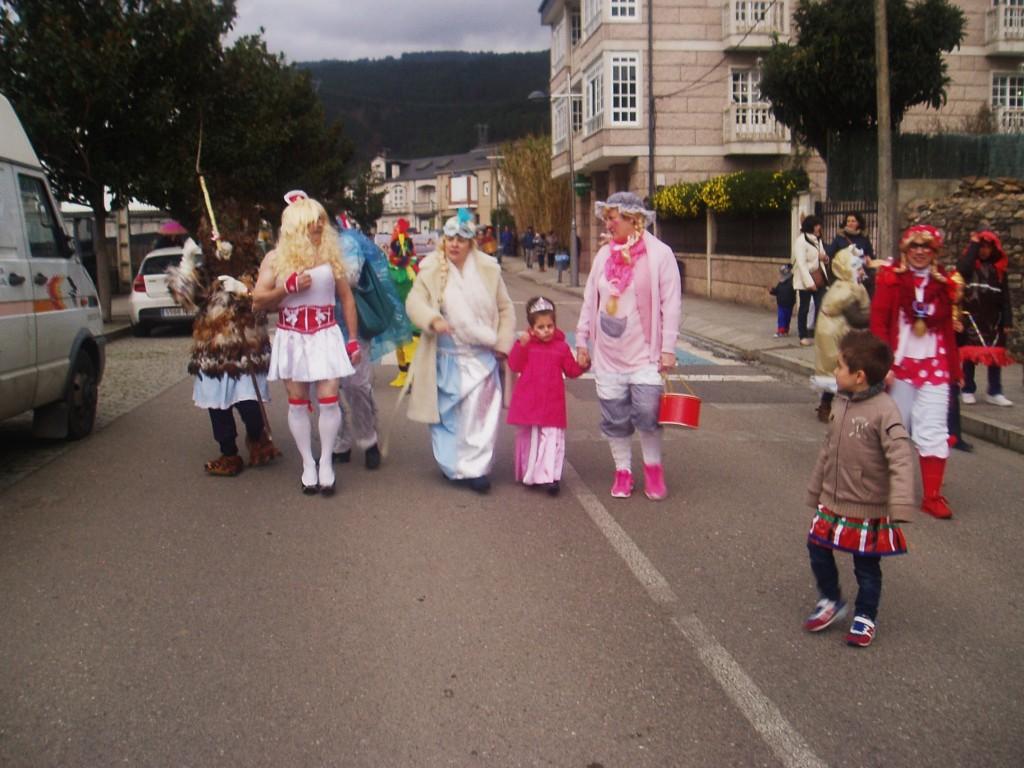 Desfile por las calles de Vilamartín
