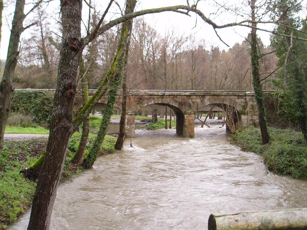 El río Leira de Vilamartín se mantuvo desbordado en algunos tramos