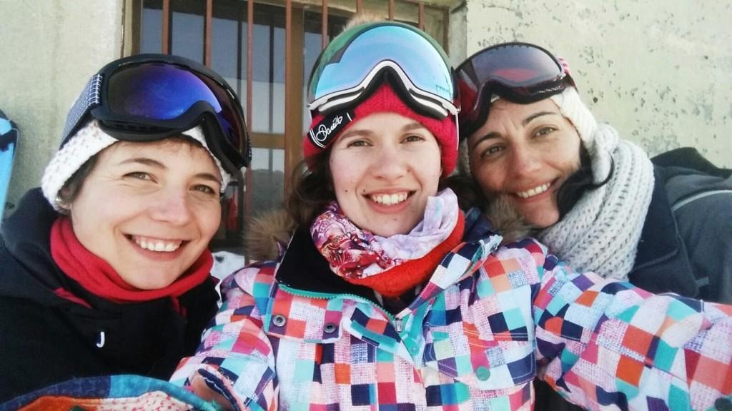 Elena, Ani y Raquel, de A Rúa se hacen un selfie en Manzaneda